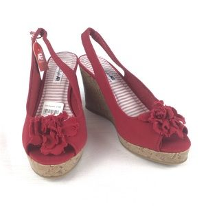 AMERICAN EAGLE Red Pep Toe Wedges Size 7.5